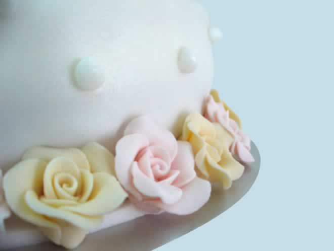 How to Decorate the Cake Table