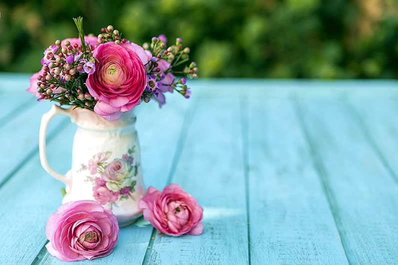 Simple ranunculus vow renewal centerpiece